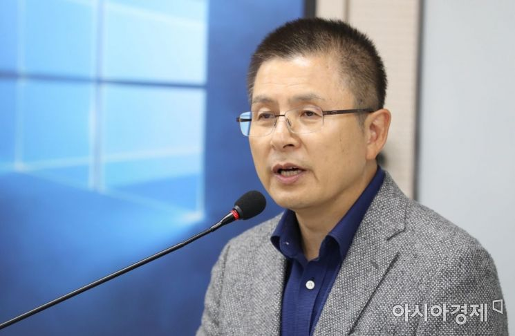 황교안 자유한국당 대표가 30일 서울 광진구 건국대학교 상허연구관에서 '대한민국 국정대전환! 2030 G5를 넘어 2050 G2로'란 주제로 특강을 하고 있다. /문호남 기자 munonam@