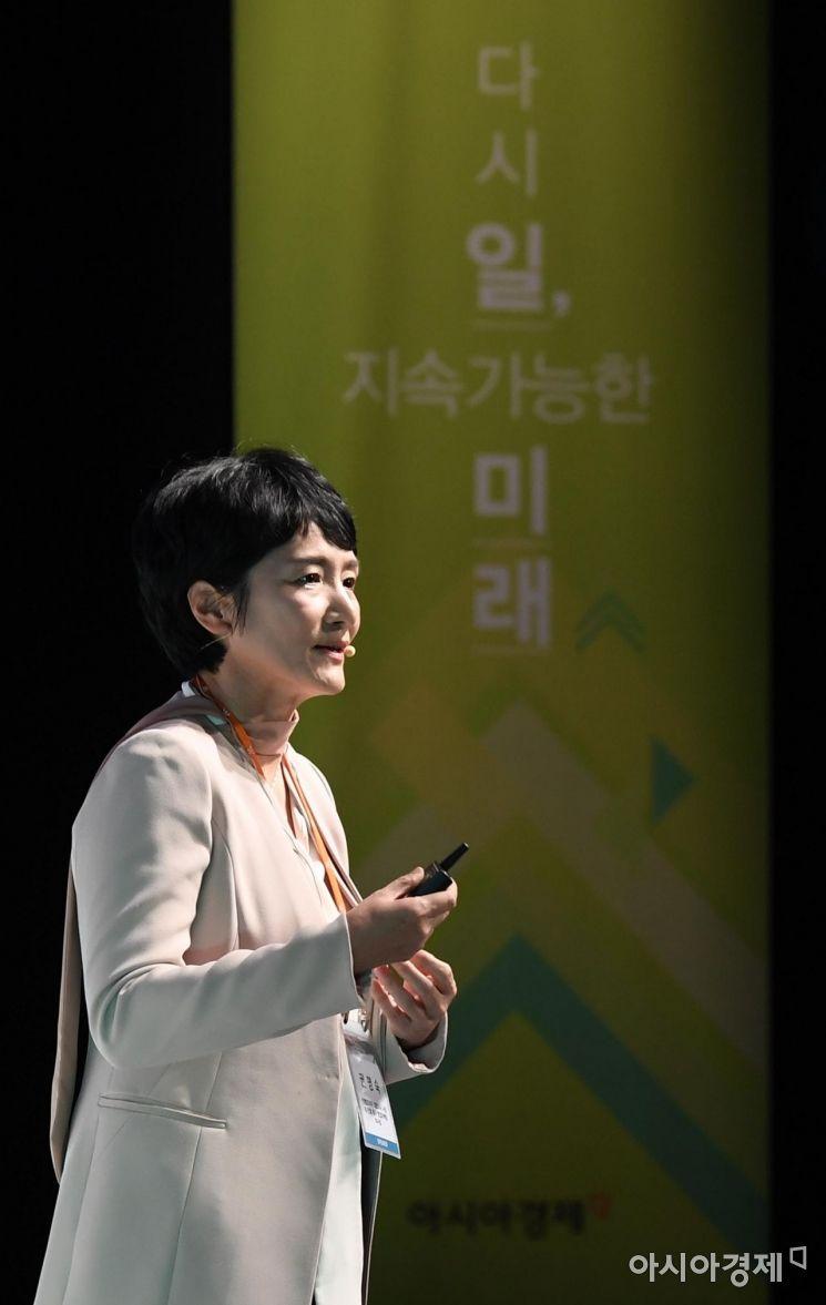 [포토] 2019 여성포럼 강연하는 권명숙 사장