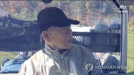 """""""광주 학살 난 모른다"""" '알츠하이머' 전두환, 골프 모습 공개(종합)"""