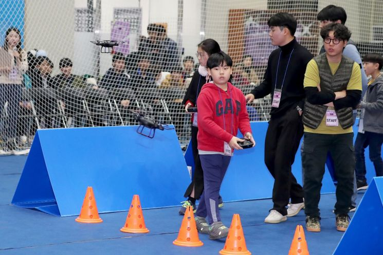 [포토]제2회 성동 청소년 드론 대회...드론 레이싱 경기 치열