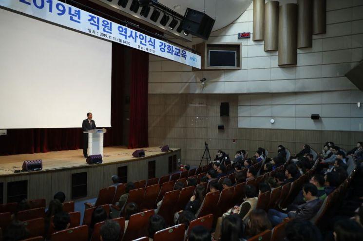 """[포토]유동균 마포구청장 """"직원들 우선 올바른 역사인식 지녀야"""""""