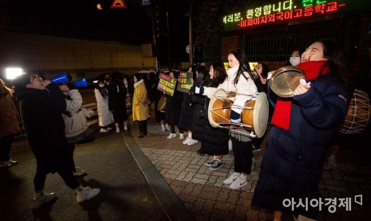 [포토]선배 수험생 응원하는 후배들
