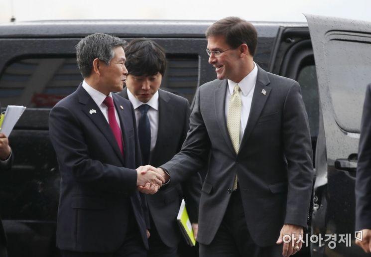 [포토] 인사하는 한미 국방장관