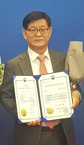 '품질경쟁력우수기업' 수상한 제일전기공업 김옥준 전무이사 사진