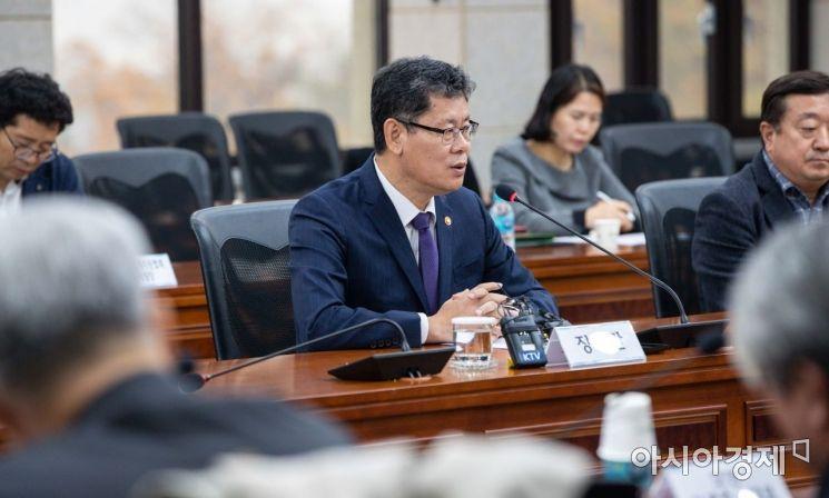 [포토]모두발언하는 김연철 장관
