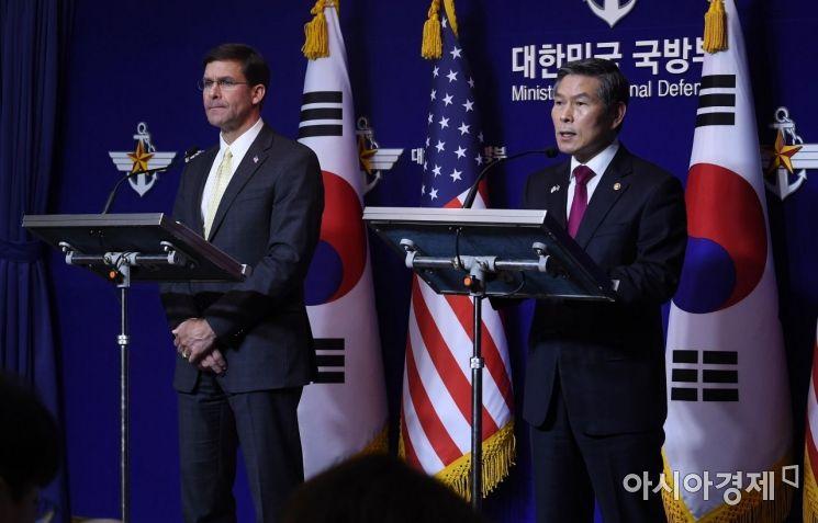 [포토] 정경두-마크 에스퍼, 공동 기자회견