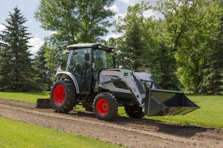 두산밥캣이 최근 북미시장에 출시한 콤팩트 트랙터(Compact Tractor), CT5558 모델