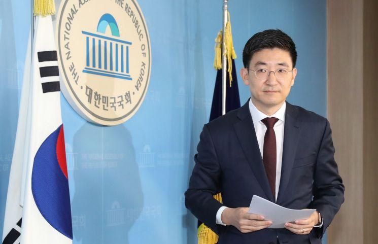 3선의 김세연 자유한국당 의원이 17일 오전 국회 정론관에서 총선 불출마 선언을 밝혔다. 사진=연합뉴스