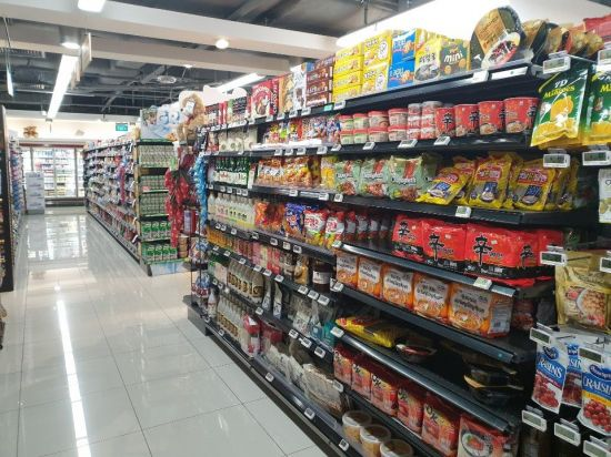 싱가포르 주거 밀집 지역인 까통 지역의 한 콜드스토리지 매장 매대가 한국 식품들로 가득하다. 사진=차민영 기자