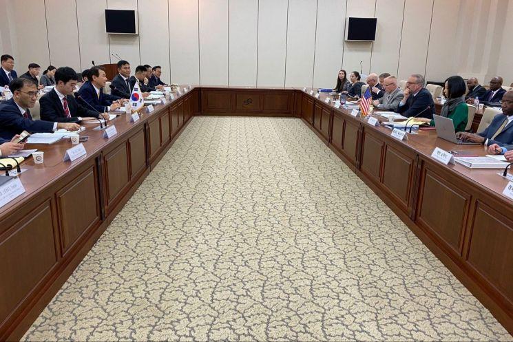 제11차 한미 방위비분담금특별협정(SMA) 제3차 회의가 18일부터 이틀간의 일정으로 서울에서 열렸다.