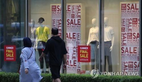 """""""한국인들 자존심도 없냐"""" 日 누리꾼, 유니클로 줄서는 한국인 조롱"""