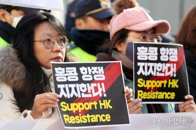 [포토]홍콩 항쟁 지지 피켓 든 청년들