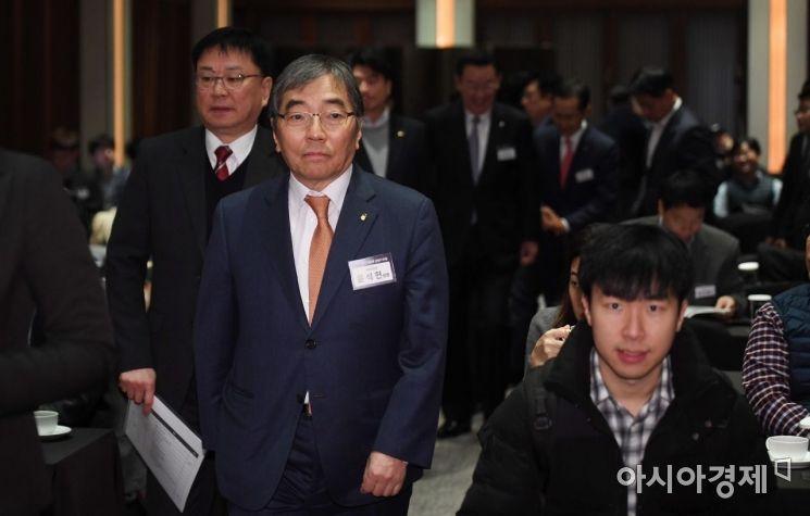 [포토] 아시아경제 금융IT포럼 참석하는 금감원장