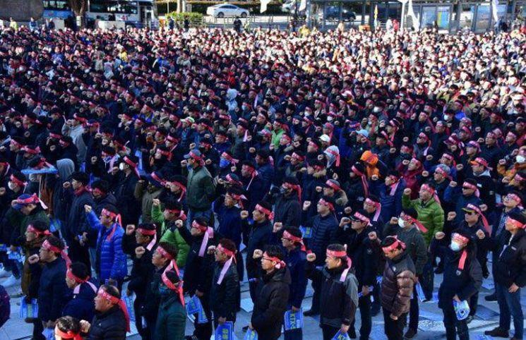 코레일 노사 23일 오후 7시 교섭 재개…파업 나흘째, 열차 운행률 79.6%