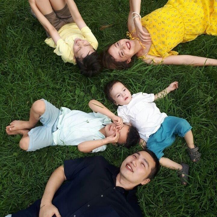 홍안나씨와 남편, 그리고 아이 셋 (제공=홍안나)