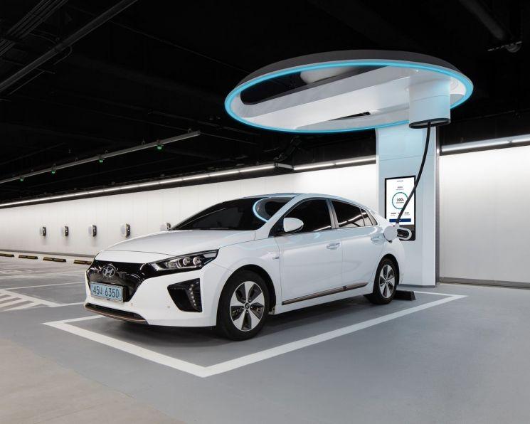 SK네트웍스와 현대차가 협업해 내년 상반기 서울 강동구 SK네트웍스 주유소 부지에 설치할 초고속 전기차 충전기 '하이차저'