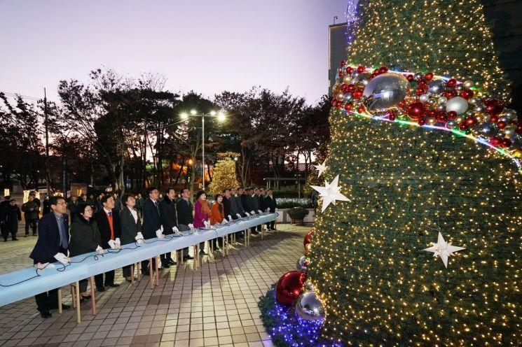 [포토]동대문구청 앞 광장에 '크리스마스 트리' 점등