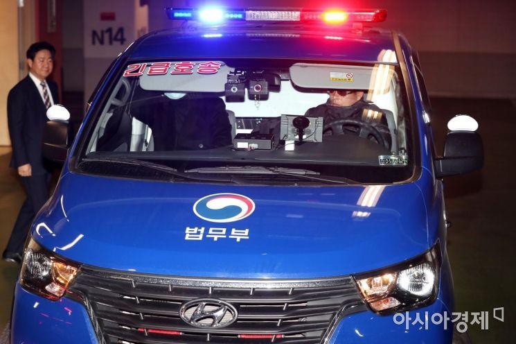 박근혜 전 대통령이 탄 호송차가 3일 서울성모병원에서 서울구치소로 이동하고 있다. /문호남 기자 munonam@
