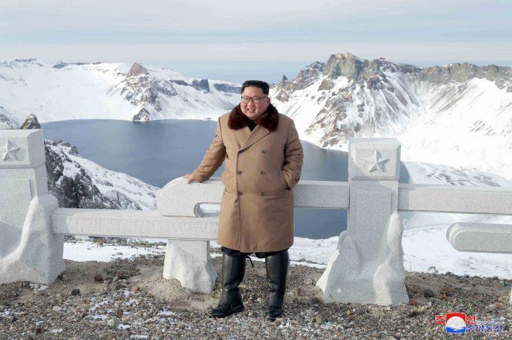 김정은 북한 국방위원장이 '백두산지구 혁명전적지들'을 돌아봤다고 4일 조선중앙통신이 보도했다.