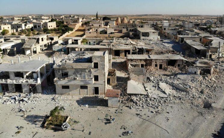정부군의 폭격으로 파괴된 시리아 이들립 주의 알-타흐 마을(사진=AFP 연합뉴스)