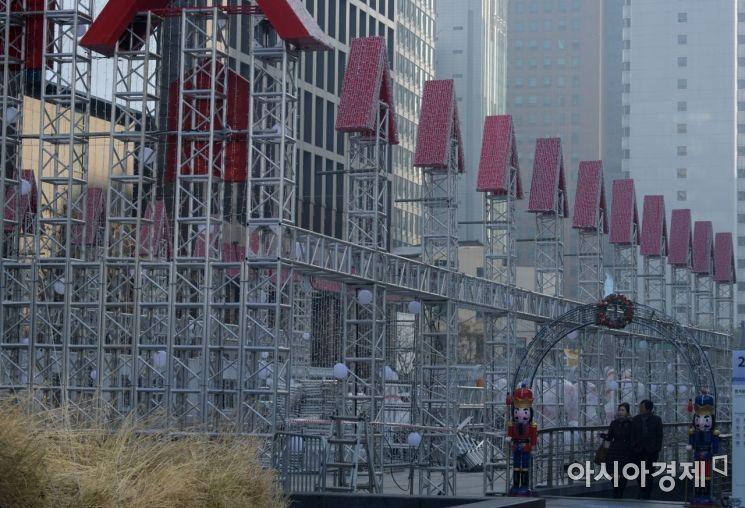 [포토] 크리스마스 준비하는 청계광장