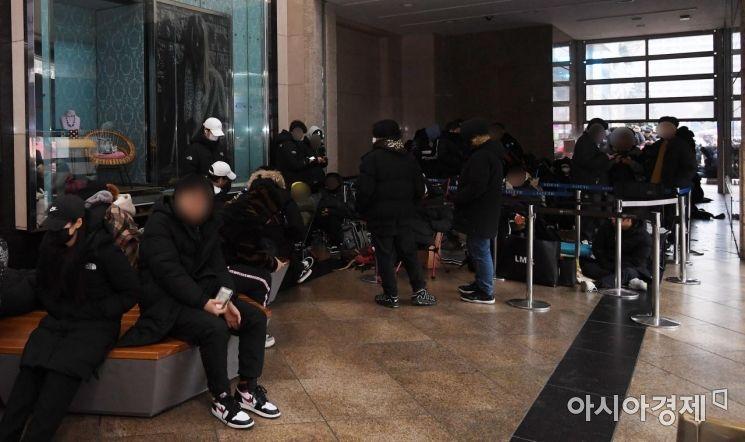 [포토] '런스타 하이크' 구매 밤샘 대기줄