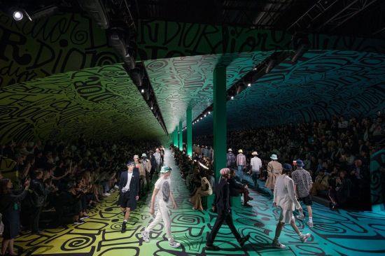 디올 남성 2020 프리폴 컬렉션, 자유에 찬사를 보내다