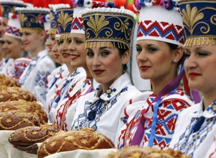 전통의상을 입은 벨라루스 여인들의 모습(사진=주한벨라루스대사관 홈페이지/http://korea.mfa.gov.by)