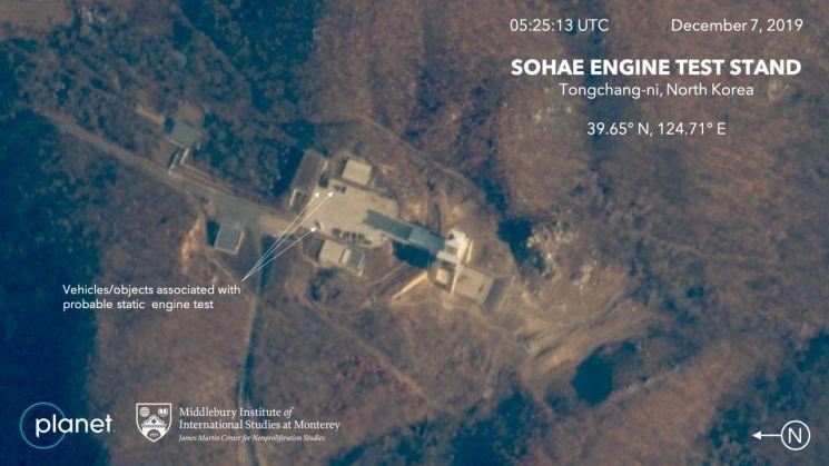흙먼지로 뒤덮인 北서해발사장…로켓엔진시험 추정