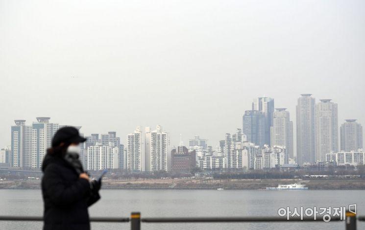 수도권과 강원, 충청도 등 전국 곳곳에서 초미세먼지 농도가 높은 수준을 보인 9일 서울 도심이 뿌옇게 보이고 있다./김현민 기자 kimhyun81@