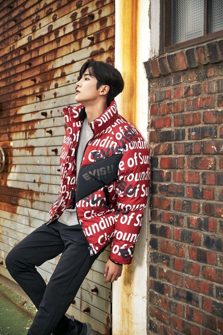 SF9 멤버이자 배우 로운이 에비수 전속 모델로 이달 28일 코엑스 몰에서 팬사인회에 참석한다.