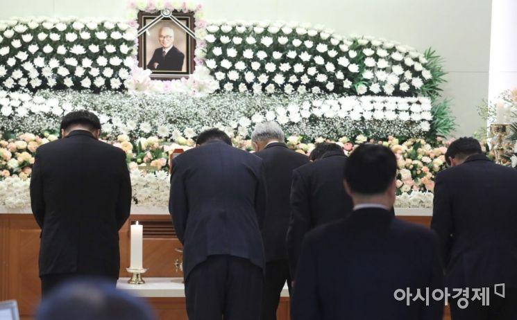[포토]김우중 전 회장 조문하는 손경식 경총 회장