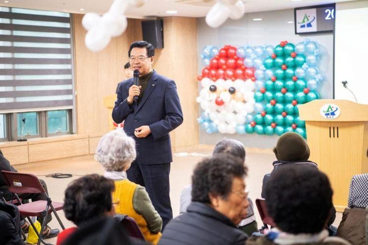 [포토]성장현 용산구청장 치매안심센터 송년회 참석