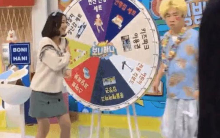 '보니하니' 최영수 채연 폭행 의혹 장면/사진=온라인 커뮤니티 캡처