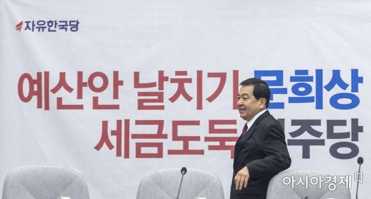 [포토] 회의 참석하는 심재철 원내대표