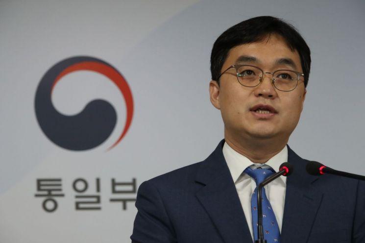 김은한 통일부 부대변인이 정부서울청사에서 브리핑을 하고 있다.