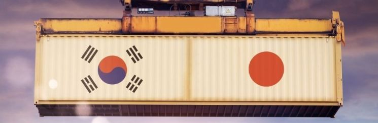 日, 수출규제 부메랑…수출 감소폭 한국의 2배