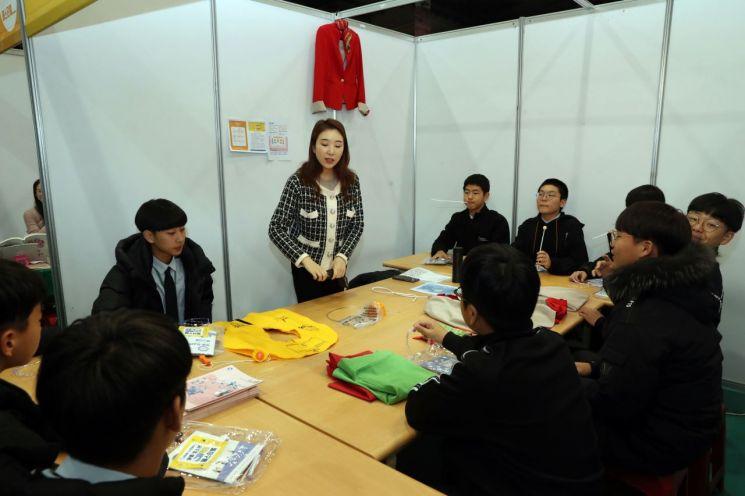 지난 13일 '나의 꿈을 디자인하다'라는 주제로 2019 장흥군 아동·청소년 진로직업 페스티벌을 장흥군실내체육관에서 개최했다. (사진제공=장흥군)