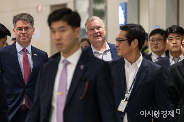 [포토]환하게 웃는 스티븐 비건 미 국무부 대북특별대표