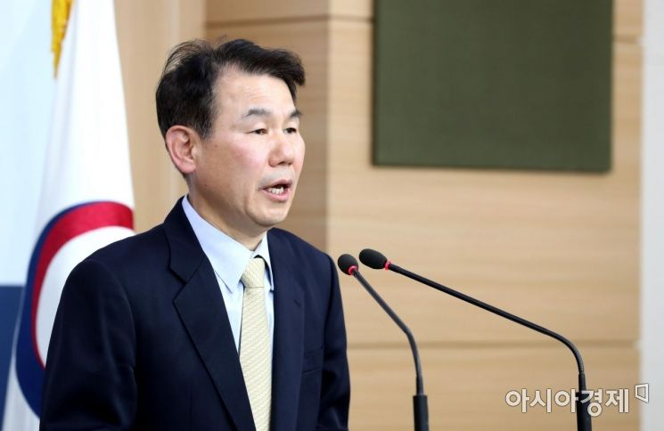 정은보 한미 방위비분담협상대사가 19일 서울 종로구 외교부 청사에서 한미 방위비분담 협상 관련 브리핑을 하고 있다. /문호남 기자 munonam@