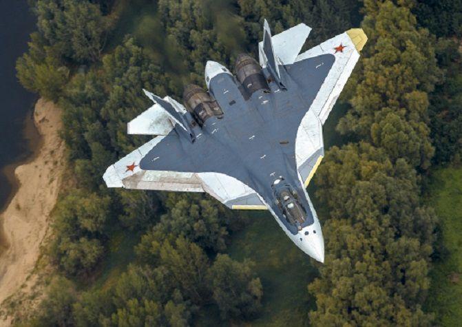 러시아가 미국 F-22에 대응키 위해 만들었다는 스텔스 전투기인 Su-57의 모습.[이미지출처=러시아국방부 홈페이지/http://mil.ru/]