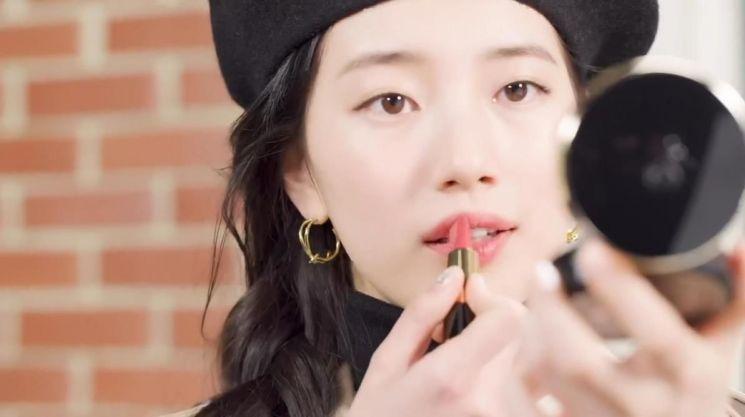 랑콤은 수지의 뷰티 데이 24시를 담은 브이로그 'Suzy's Beauty 24Hours' 티저 영상을 공개했다.