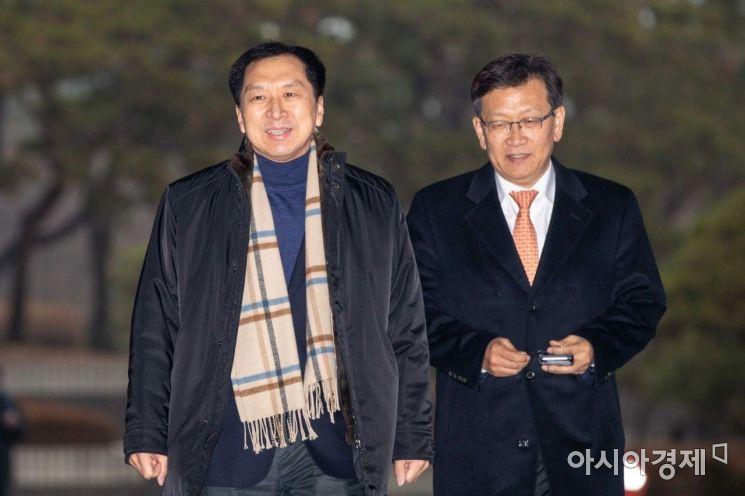 [포토]검찰로 들어서는 김기현 전 울산시장