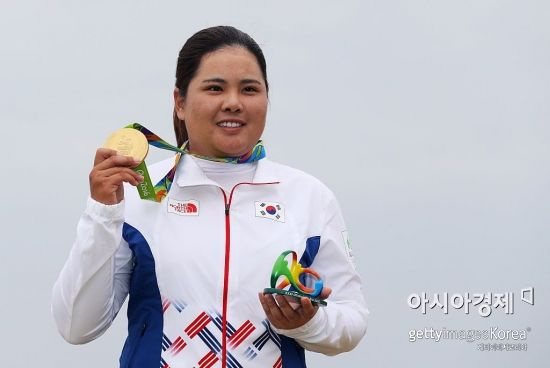 박인비가 2016년 브라질 리우올림픽 당시 금메달을 따낸 뒤 활짝 웃고 있다.