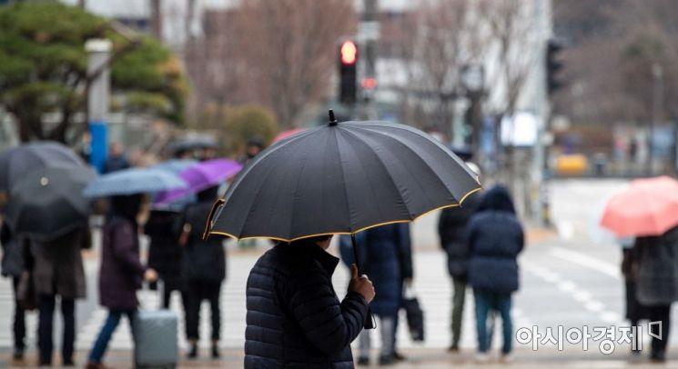 [오늘날씨]전국 곳곳에 눈·비 이어져…출근길 추위 조심