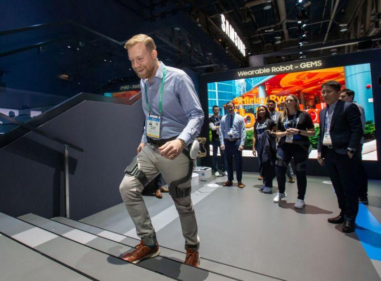 삼성전자 웨어러블 보행 보조 로봇, 국제 표준 최초 인증