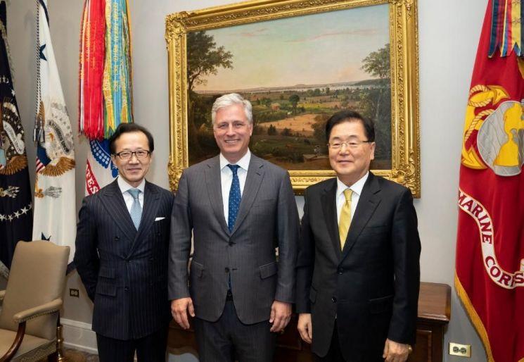 왼쪽부터 기타무라 시게루 일본 국가안전보장국장, 로버트 오브라이언 백악관 국가안보보좌관, 정의용 국가안보실장. [이미지출처=연합뉴스]