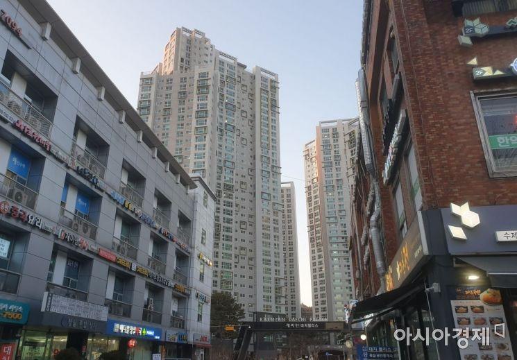 서울 대치동 래미안대치팰리스 아파트. 정부의 공시가격 현실화율 로드맵에 따르면 이 아파트 84㎡(전용면적)의 보유세 부담은 2025년까지 5.1배 뛸 전망이다. (사진=이춘희 기자)
