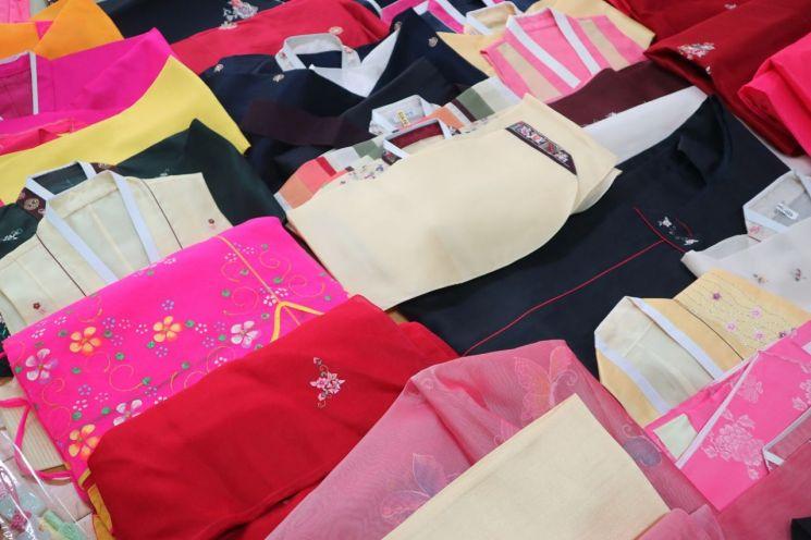 종로구는 지난해 7~8월 총 243벌의 한복을 기증받았다.
