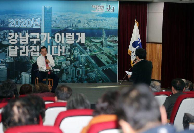 [포토]정순균 강남구청장, 22개 동 주민 상대 예산보고회 개최